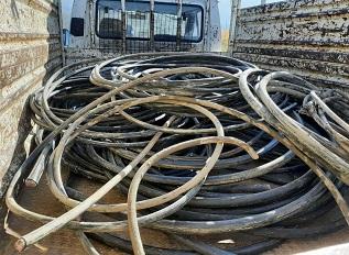 Çalıştıkları iş yerindeki kabloları çalıp sattılar