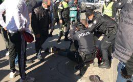 Maske takmayan şahıs kimlik soran polise bıçak çekti