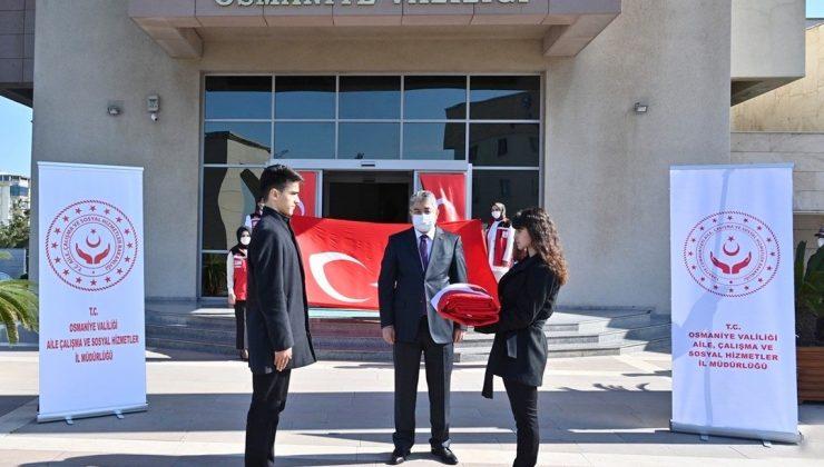 Hatay'dan getirilen Türk bayrağı Osmaniye'de teslim alındı