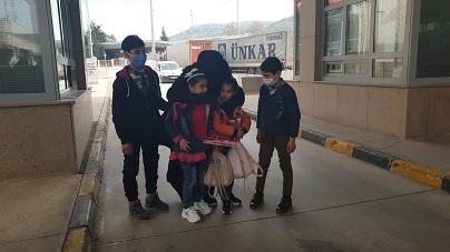 Iraklı anne Suriye'deki çocuklarına sınırda kavuştu