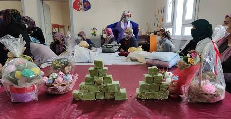 Defne sabunu üreterek aile bütçelerine katkı sunacaklar