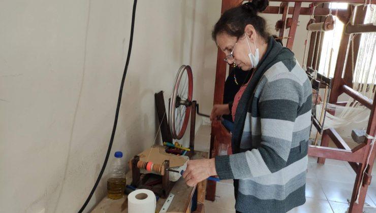 Hatay'da 25 kadın ipek dokuma kursunda meslek öğreniyor