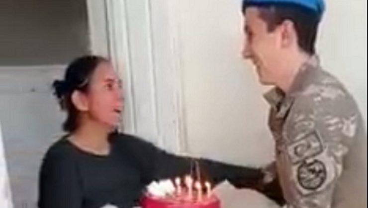 Mehmetçikten annesine ağlatan doğum günü sürprizi