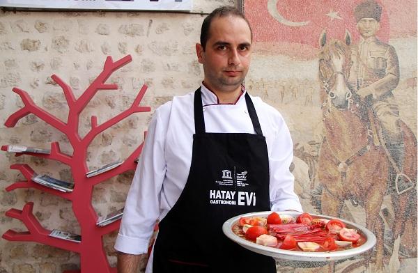 """Gastronomi şehrinin vazgeçilmezi """"Tepsi Kebabı"""" sofraları süslüyor"""