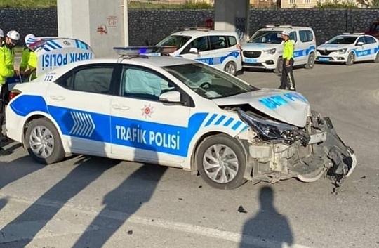 Hatay'da polis aracı ile otomobil çarpıştı: 4 yaralı