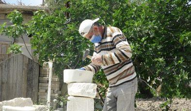 Suriyeli Abdülvahit ekmeğini taştan çıkarıyor
