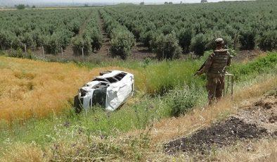 Askerleri taşıyan minibüs devrildi: 3 yaralı