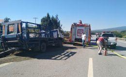 Otoyolda devrilen kamyonun sürücüsü hayatını kaybetti