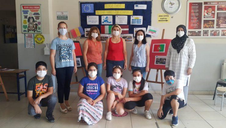 """İskenderun Demirçelik Ortaokulu'ndan """"Değişimin Rüzgarında, Birlikte"""" Projesi"""