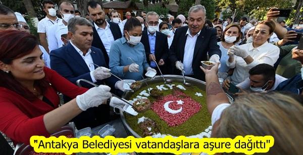 """""""Antakya Belediyesi vatandaşlara aşure dağıttı"""""""