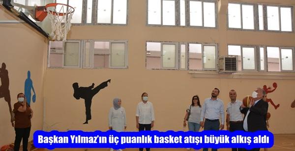 Başkan Yılmaz'ın üç puanlık basket atışı büyük alkış aldı