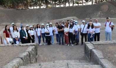 EXPO gönüllüleri Tell Açana Höyüğü'nü ziyaret etti